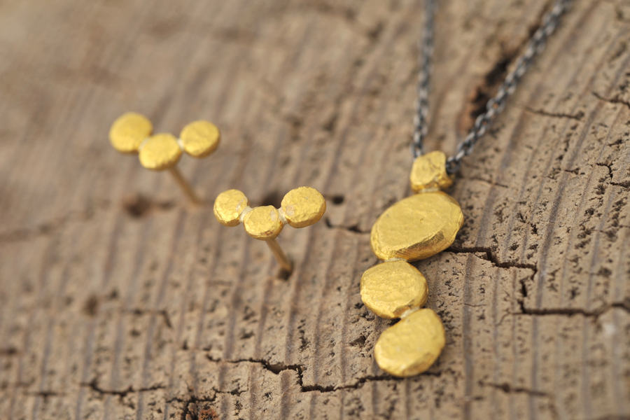Sabine-Hasselbach-Ohrringe-Ohrstecker-Kette-Anhaenger-Gold-Feingold-Silber-Nuggets