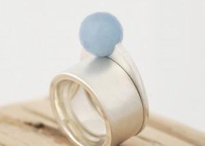 Sabine-Hasselbach-Ring-Beisteckring-Silber-Aquamarin-blau-Kugel-breit