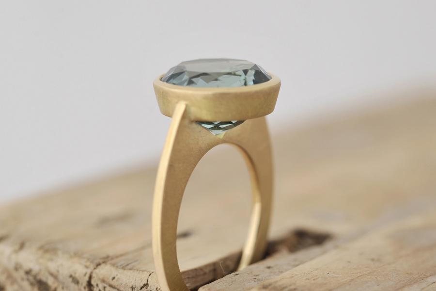 Sabine-Hasselbach-Ring-Gold-Topas-gruen-Stein rund