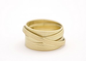 Sabine-Hasselbach-Ring-Gold-gewickelt-Wickelring-ohne Stein-breit