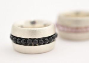 Sabine-Hasselbach-Ring-Silber-austauschbar-auswechselbar-schwarz-rosa-Swarowskiperlen-Onyxperlen-breit